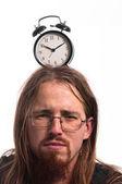 Bell'uomo con un orologio sulla sua testa — Foto Stock