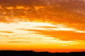 Silhuetas de montanhas em uma composição muito boa — Foto Stock