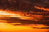 Tramonto con nuvole arancione — Foto Stock