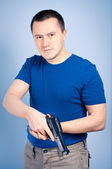 Confident man with handgun — ストック写真