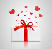 Huidige doos met rood lint. — Stockfoto