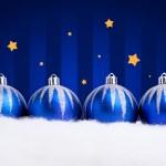 glittrande blå julgranskulor — Stockfoto