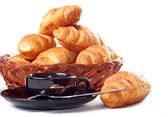 Cup of coffee with fresh croissants — Stock Photo