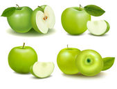 Set of green apple fruits with cut and green leaves. Vector — Stock Vector