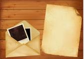 Eski zarfı fotoğraf ve ahşap zemin üzerinde eski bir kağıt. vektör. — Stok Vektör