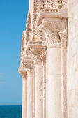 Detail of old columns and sea — Stock Photo