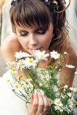 Mladá šťastná nevěsta — Stock fotografie