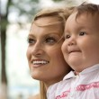 Mom with baby outdoors — Stock Photo