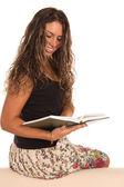 阅读的好姑娘 — 图库照片