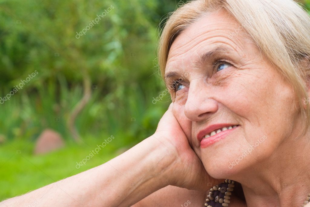 Portrait of a cute aged woman at nature — Stock Photo #6784687
