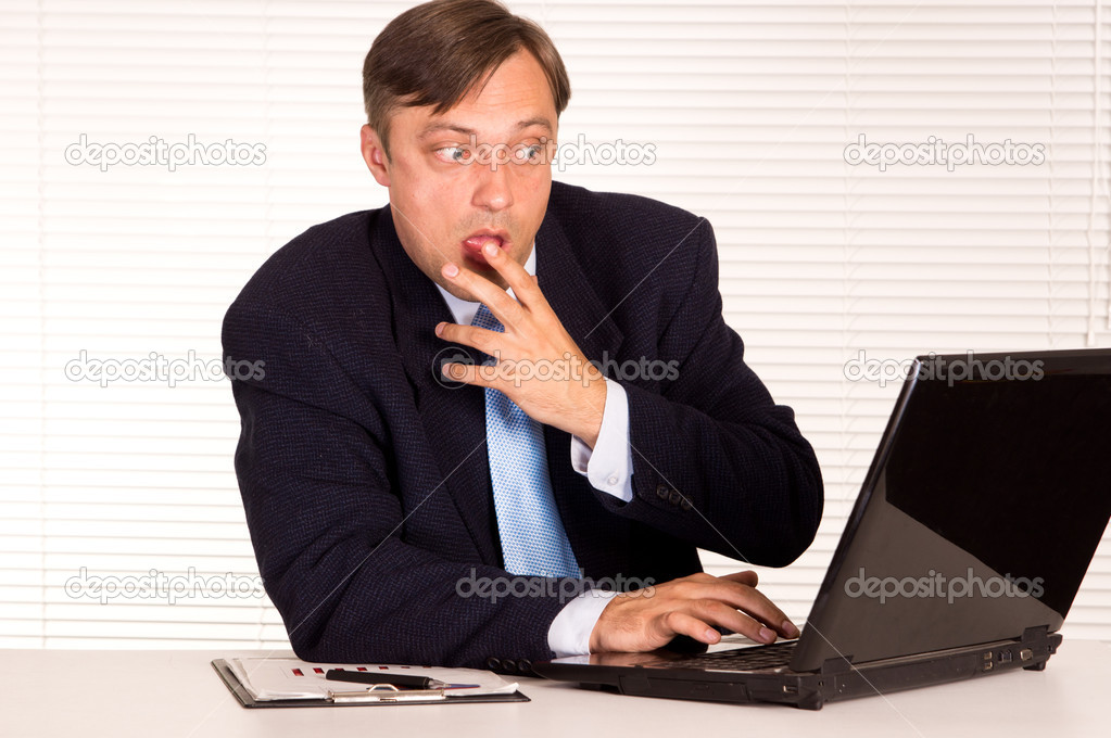 Portrait of a nice man with computer — Stock Photo #6821685
