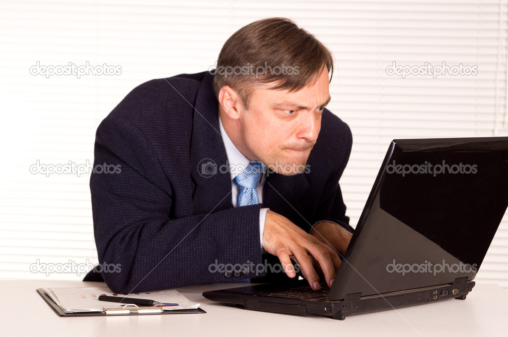 Portrait of a nice man with computer — Stock Photo #6821692