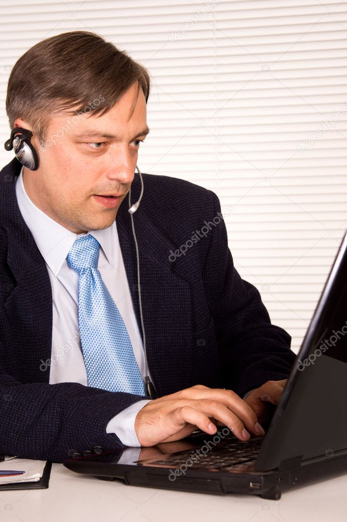 Portrait of a nice man with computer  Stock Photo #6821727