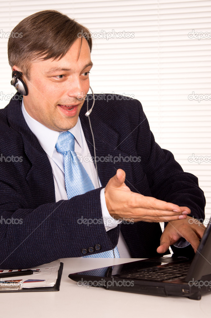 Portrait of a nice man with computer — Stock Photo #6821745
