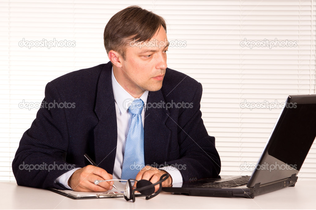 Portrait of a nice man with computer — Stock Photo #6821959