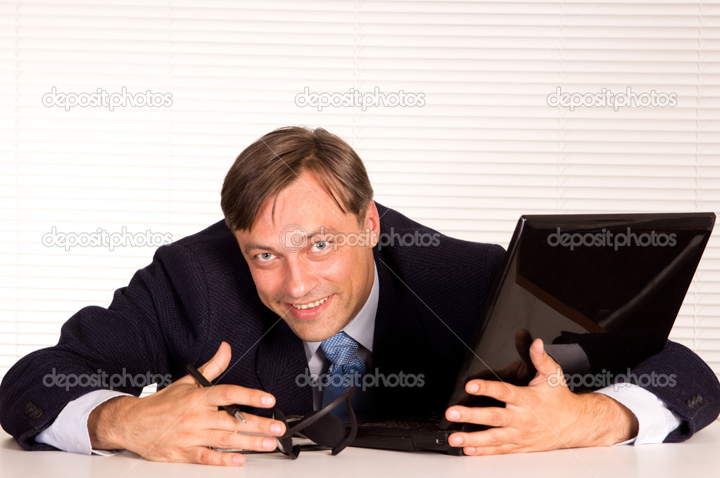 Portrait of a nice man with computer — Stock Photo #6822185