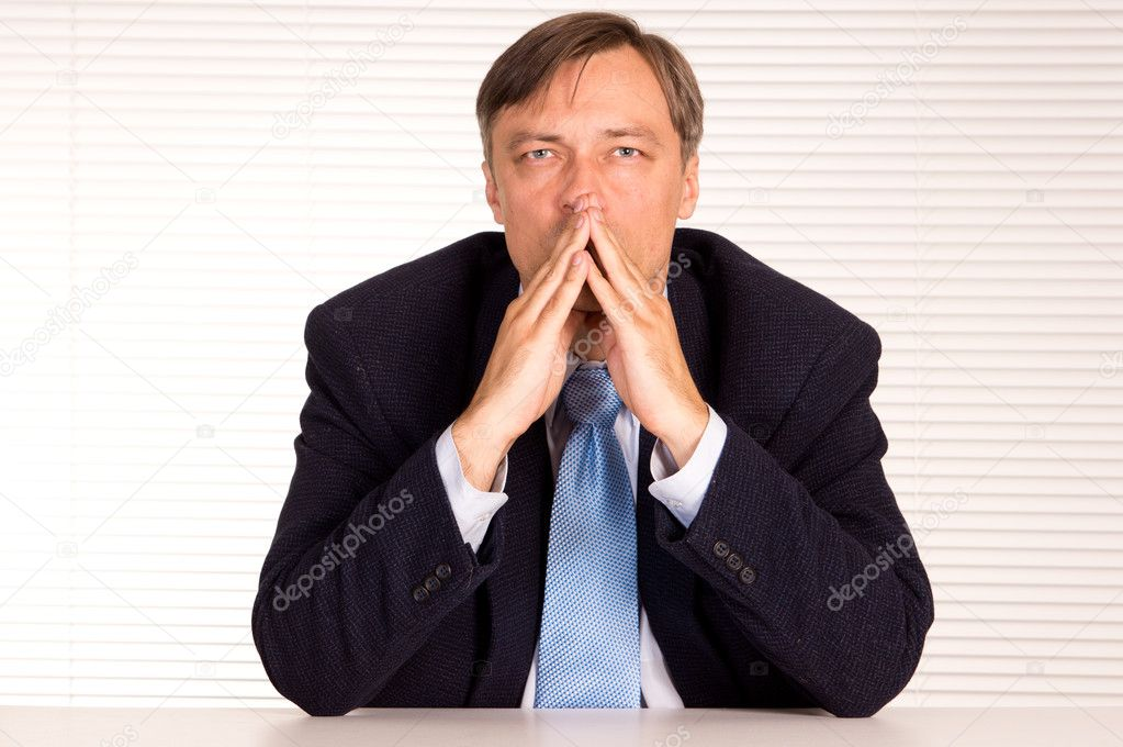 Portrait of a businessman posing at office — Stock Photo #6835226