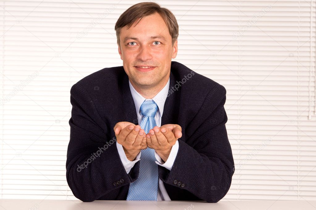 Portrait of a businessman posing at office — Stock Photo #6835363