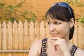 Intelligente junge frau portrait — Stockfoto