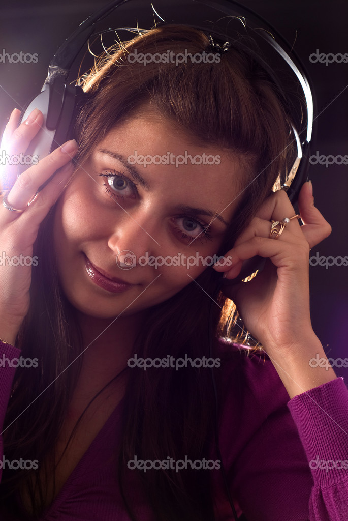 Portrait of a cute girl with headphones — Stock Photo #6943079
