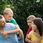 familia en el parque — Foto de Stock