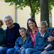 familie in het park — Stockfoto