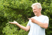 Old man at the nature — Stock Photo