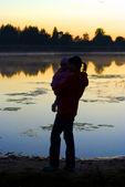 Madre e hija en el agua — Foto de Stock
