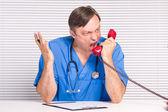 Lekarz z telefonu — Zdjęcie stockowe