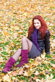 Pretty girl at autumn park — Stock Photo