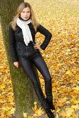 Girl at tree — Stock Photo