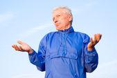 Aged man at sky — Stock Photo