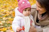Mutter und kind bei nature — Stockfoto