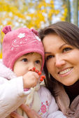 Mom with daughter in park — Stock Photo