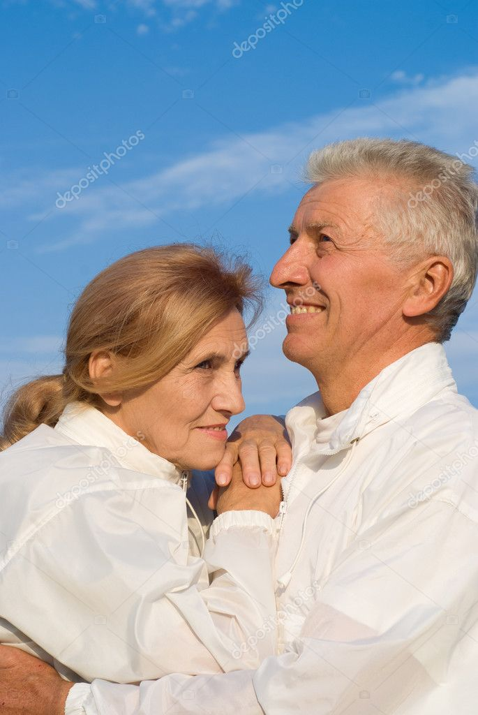 Portrait of a happy old couple at sky — Stock Photo #7666646