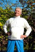 Aktive Alter Mann auf weiß — Stockfoto