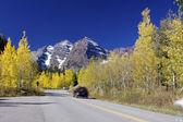 Droga do maroon bells jesienią — Zdjęcie stockowe