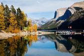 Jezioro minnewanka — Zdjęcie stockowe