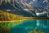 Jezioro szmaragdowe — Zdjęcie stockowe