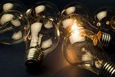 Jasné světlo žárovka — Stock fotografie