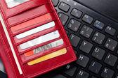 Clavier et porte-monnaie rouge — Photo