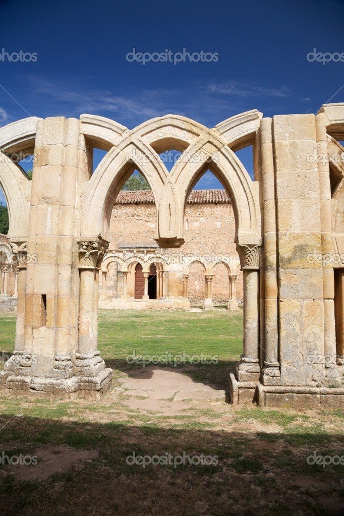 Public ancient San Juan cloister ruins at Soria in Castilla Spain — Stock Photo #6833688