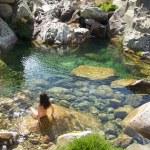 primer contacto con el río verde — Foto de Stock