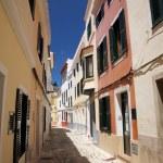 brukowanej uliczce w Ciutadella de Menorca — Zdjęcie stockowe #6940677