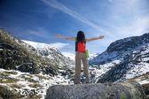 Montanha de neve mulher verão — Foto Stock