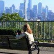 Kerry park overlook, and a lady photographer. — Stock Photo