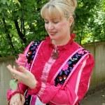 ロシアの伝統的な衣装の女性 — ストック写真