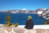 Visiting Crater Lake national park, Oregon. — Foto de Stock