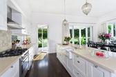キッチンとダイニング エリア — ストック写真