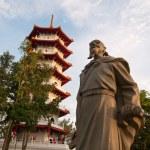Historical statue and pagoda — Stock Photo